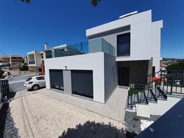 Detached Villa in Caneças, contemporary architecture