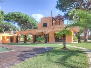 Vivenda de 4 quartos com arquitectura mourisca em Vilamoura