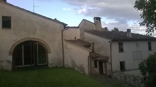 2152  Storico borgo di Rancitella risalente al ' 500,