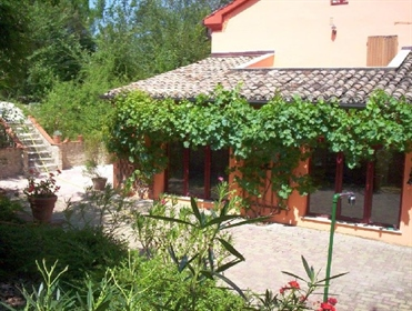 Grande casa di campagna, ideale per un Bed and Breakfast, co...