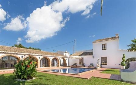 Gran chalet en venta en Javea dividida en 3 propiedades En la villa principal es un gran s