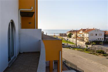 Apartamento na Praia das Paredes da Vitória