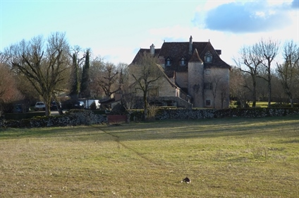 It is in the heart of the regional park of Causses du Quercy...
