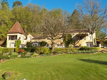 A Hidden Jewel! This spectacular Manoir is hidden away in the Lot valley countryside overlooking its