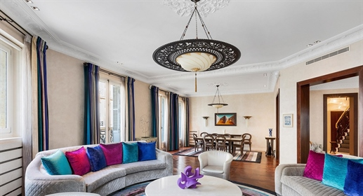 Paris 8Th - Champs-Elysees   This grand duplex apartment offering an impressive 342 m2 (ab