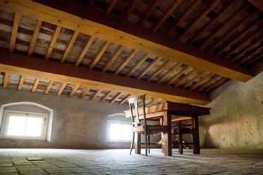 Villa storica in un tipico borgo toscano