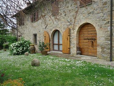 Casa di campagna di stile toscano a Chianni