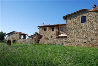 Affascinante casale in pietra molto appartato