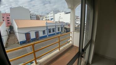 Moradia com loja e armazém - Centro Vila Nova de Cacela