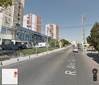 Warehouse and office building consisting of 5 floors in Póvoa de Santo Adrião-Odivelas. I