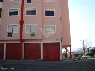Garagem com área de 400 m2 situada na Rua dos cravos em Mem-...