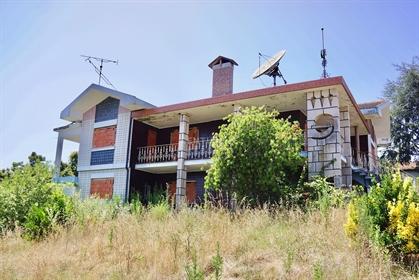 Excelente Investimento - Moradia T5 Isolada em Azurva (Eixo~