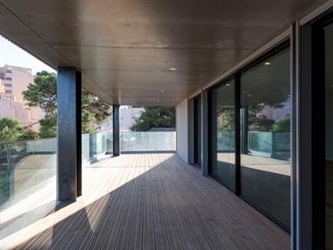 Apartamento novo com terraço e vista mar, no centro de Casca...