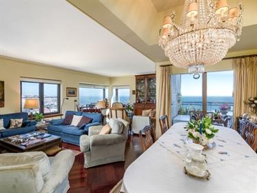 Apartamento com vista panorâmica sobre o oceano e a Serra de...