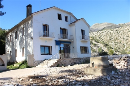 Your agency offers you a Finca / Country House located at Orba. Consisting of 8 bedrooms a