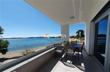 Excellent Seafront Apartment – Sukošan