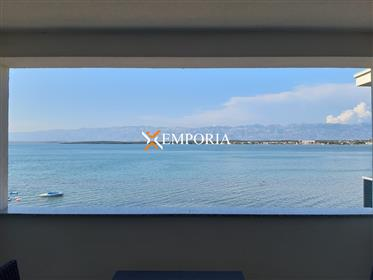 Wonderful 3-bedroom apartment in the first row to the sea, Nin