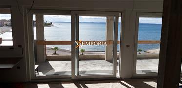 Apartman na otoku Viru smještena direktno uz prekrasnu plažu...