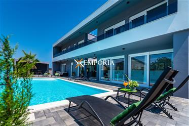 Maison : 161 m²