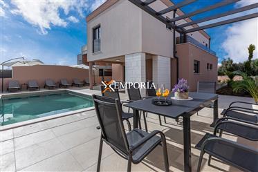 Maison avec piscine à vendre, Zaton, Zadar Aux alentours