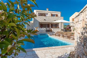Luxury house with pool and jacuzzi in Privlaka