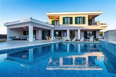 Nova i luksuzna vila u mediteranskom stilu s bazenom u Zaton...