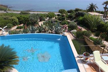 Villa avec vue formidable sur la Méditerranée