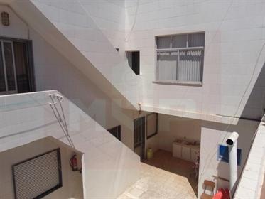 Vivenda: 290 m²