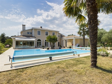 High quality renovation for this huge contemporary house set in a mature park of 3 acres