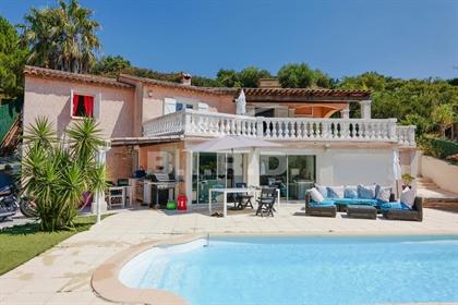 Face aux green, superbe villa néo-provençale rénovée dans un esprit contemporain, grand sa