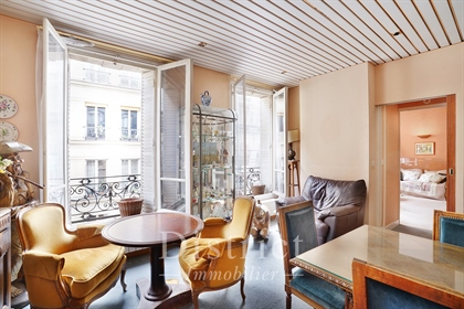 Marais / A floor through 89 sqm 3-bed apartment. Lift access.