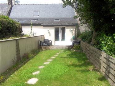 Très jolie maison de village de 2/3 chambres avec petit jardin  !