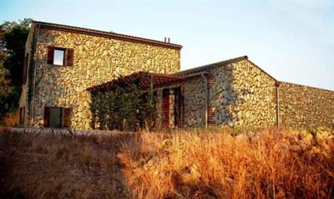 Classico casale Toscano ristrutturato finemente