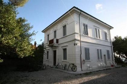 Maison : 390 m²