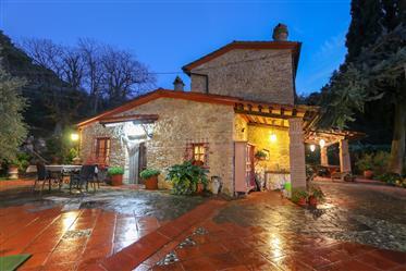 Ferme de 1800 's entièrement rénové au coeur de la Toscane