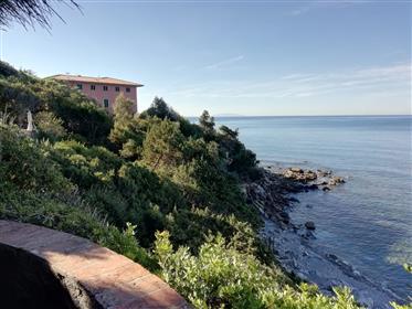 Castiglioncello, sul mare. In antica villa nobiliare fiorent...
