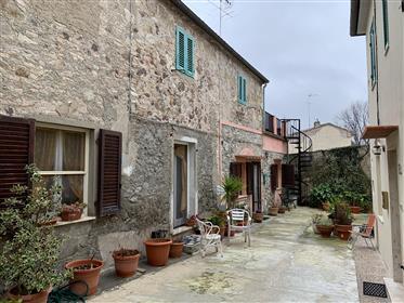 Accogliente appartamento nel centro del tipico villaggio tos...