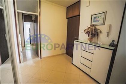 Appartement spacieux donnant sur la mer, Split-Trstenik cet excellent appartement est situ