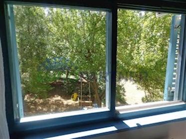 Prostrani stan na otoku Krku sa pogledom na more U krajnjem ...