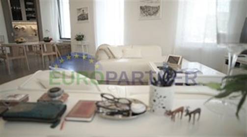 Dizajnerski luksuzni stan u samom centru Voloskog pored mora...