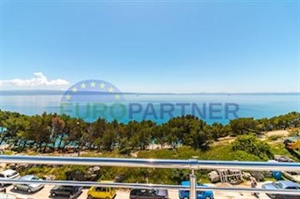 Moderni stanovi 50m od mora, Split-Storbeč Mali dalmatinski gradić Stobreč smješten na pol