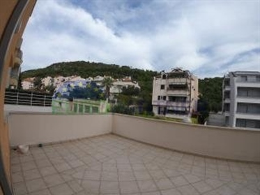Excellent apartment with two terraces and open sea view, Meje This is an apartment located