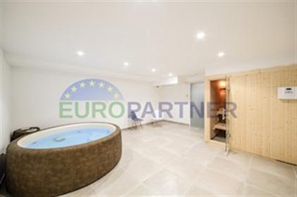 Villa de luxe avec piscine et vue sur la mer Villa de luxe avec piscine et vue sur la mer,