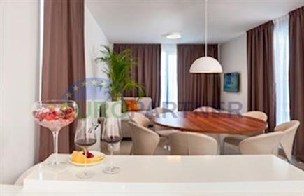 Luksuzna vila 30 metara od mora, otok Čiovo Iznimna luksuzna...