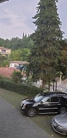 Stan sa bazenom i pogledom na more u centru Opatije Ovaj lij...