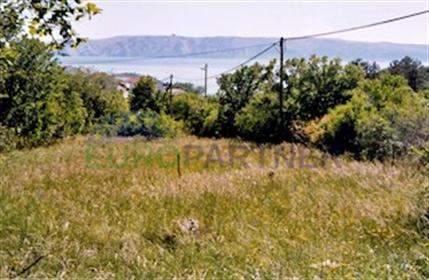 Dva zemljišta sa panoramskim pogledom na more U našoj ponude se nalaze dva urbanizirana gr