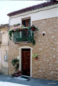 Kuća u selu s prekrasnim pogledom na prekrasnu jonsku obalu