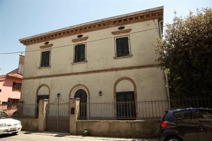 Villa individuelle à vendre à Cascina, en bon ordre-Réf. Asm...