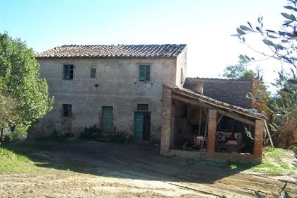 Colonica in vendita a Peccioli, da ristrutturare - Rif. Awm0...