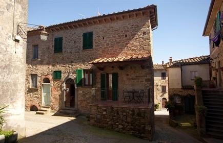 Casa semindipendente in vendita a Chianni, ristrutturato - Rif. Arl02